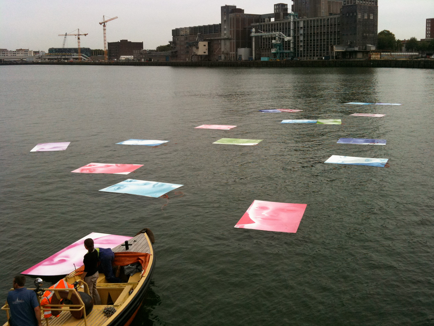Guillermina De Gennaro, Volver sin Volver, site specific installation, print on floating panels, 300x200 each, variable dimension, port of Rotterdam, 2012.