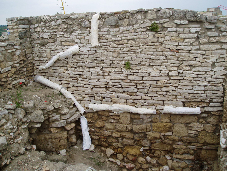 Guillermina De Gennaro, Dimore per talpe, paper, sand, glue, variable dimensions, 2004.